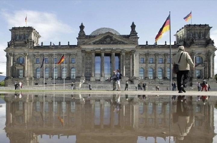 Γερμανός υπουργός Οικονομίας: Να παγώσουμε τις περιουσίες Ελλήνων φοροφυγάδων