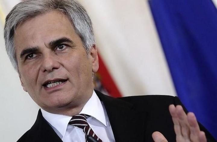 Σκληρή κριτική στον ρόλο της τρόικας από τον καγκελάριο της Αυστρίας