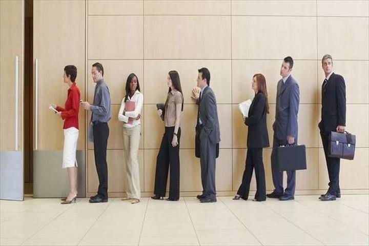 Η κυβέρνηση έχει στόχο τη δημιουργία 300.000 νέων θέσεων εργασίας