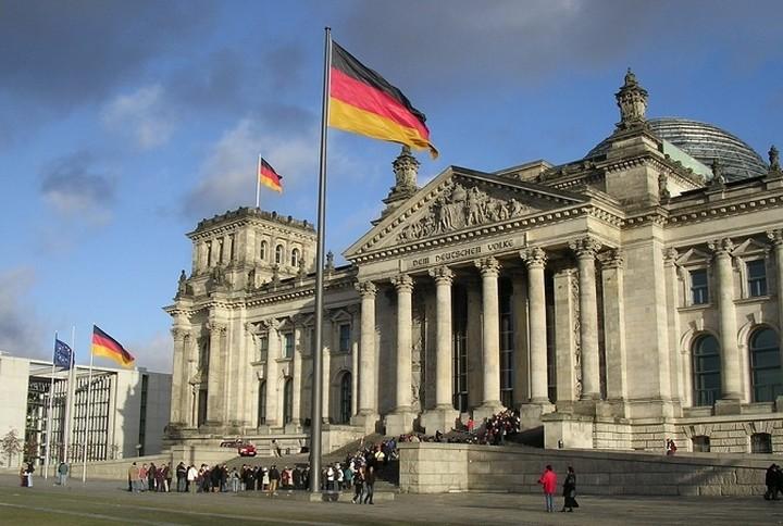 Γερμανία: «Είναι καλό και χρήσιμο να συνομιλούν οι δυο πλευρές»