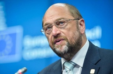 Ο Σουλτς απειλεί την Ελλάδα για χρεοκοπία αν δεν τηρήσει τις δεσμεύσεις της