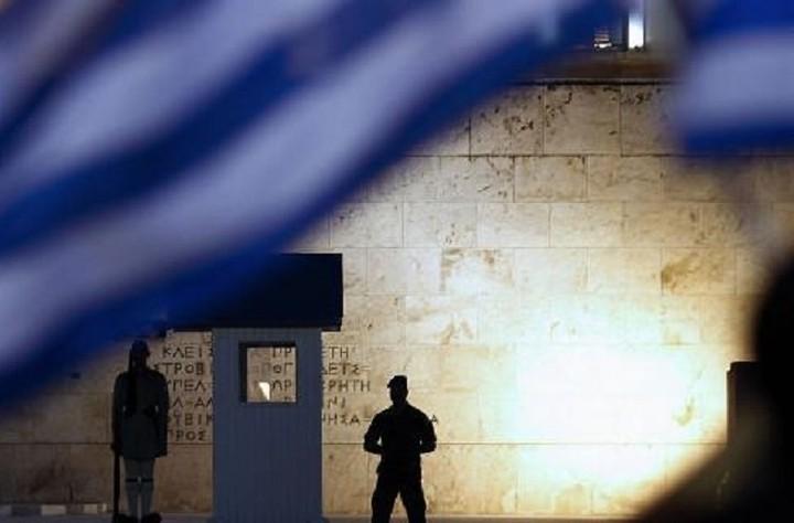 Bloomberg: Δώστε στους Έλληνες μια ευκαιρία...