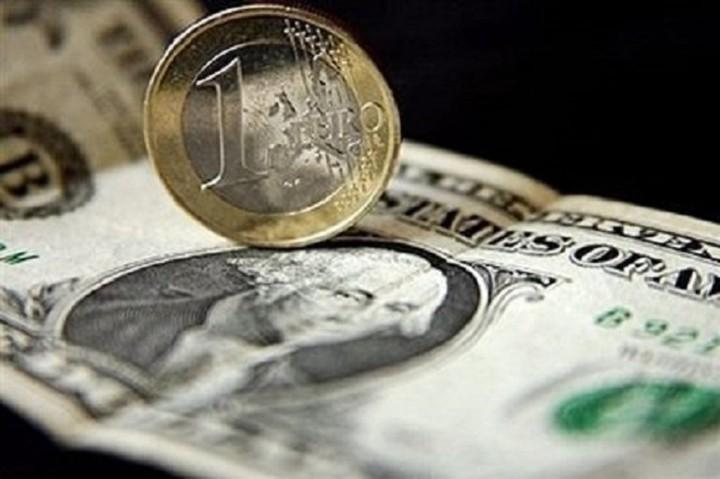 Στα 1,1448 δολάρια το ευρώ