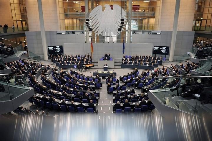 Γερμανικό ΥΠΟΙΚ: Η Ελλάδα να παρουσιάζει το σχέδιό της στο Eurogroup