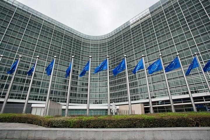 Κομισιόν:Θα εργαστούμε με στόχο την επίτευξη μιας επωφελούς συμφωνίας για την Ελλάδα