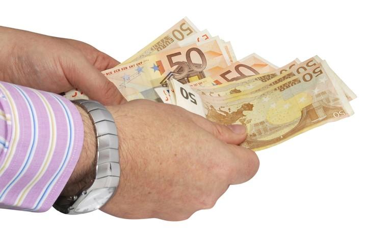 Τι σημαίνουν οι εξαγγελίες Τσίπρα για την τσέπη μας