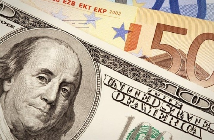 Οριακή άνοδος του ευρώ σε σχέση με το δολάριο