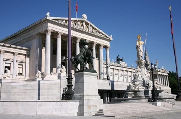 Αυστρία: Υπέρ μιας ευρωπαϊκής λύσης στην κρίση χρέους της Ελλάδας