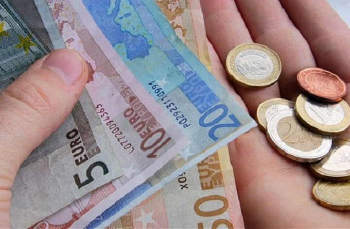 Ο πρώτος επιχειρηματίας που αυξάνει τον βασικό μισθό στα 751 ευρώ