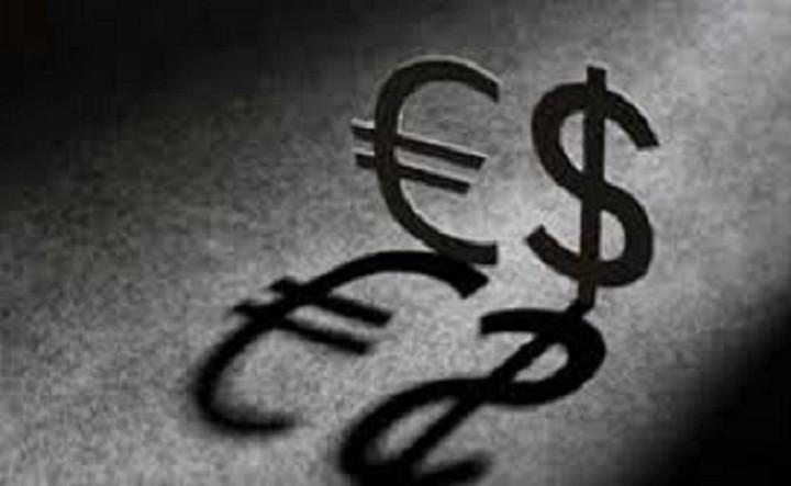 Υποχωρεί το ευρώ έναντι του δολαρίου