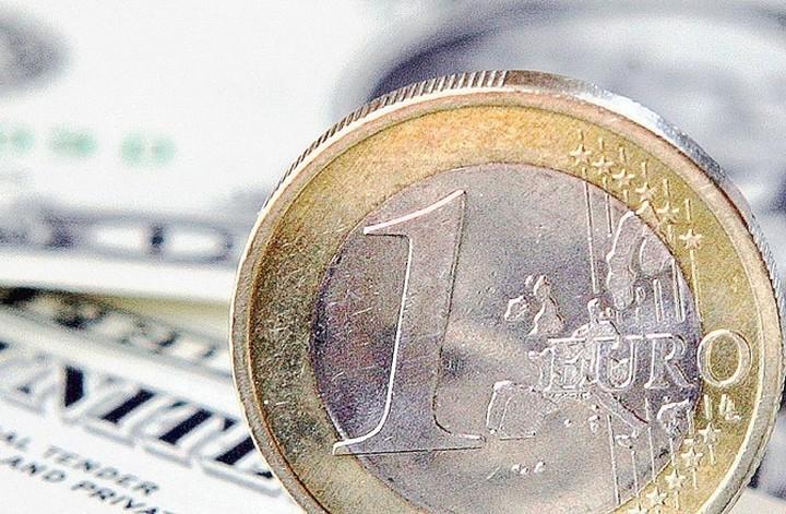 Σε σταθερή τροχιά το ευρώ