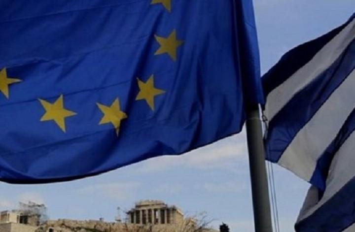 Economist: Αν η ελληνική κυβέρνηση δεν αλλάξει πορεία, η χώρα οδηγείται εκτός ευρώ
