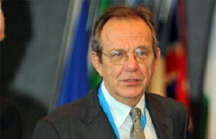 Ιταλός ΥΠΟΙΚ: Θα βρεθεί μια κοινά αποδεκτή λύση για την Ελλάδα