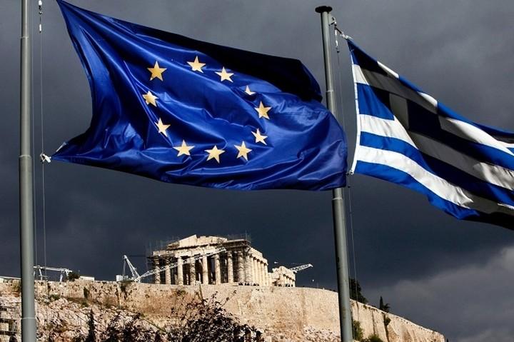 Bloomberg: Οι τρεις βασικοί κίνδυνοι για την οικονομία της Ελλάδας