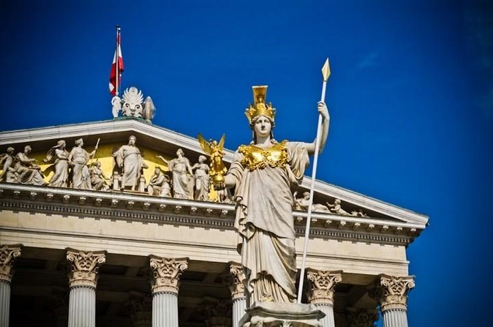 Αυστρία: Η ελληνική κυβέρνηση κατευθύνεται με υψηλή ταχύτητα...σε έναν τοίχο!