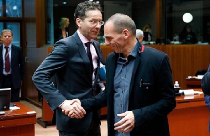 Economist: «Η Ελλάδα πιο κοντά στο χείλος της καταστροφής»