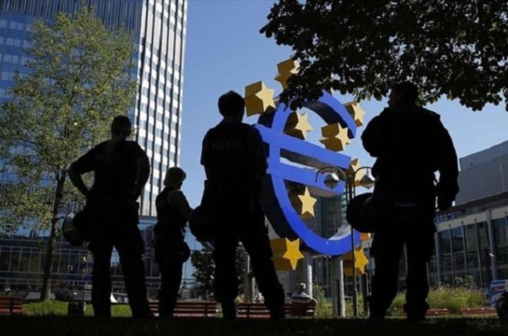 FAZ: Περιορισμό στην κίνηση κεφαλαίων στην Ελλάδα θέλει η ΕΚΤ