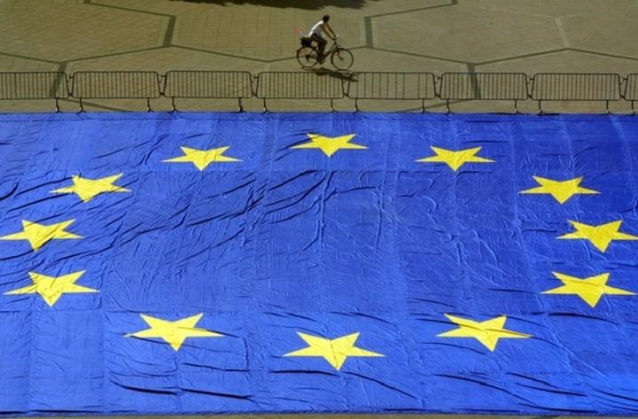 Bloomberg: Ελλάδα και Ευρώπη βρίσκονται σε πόλεμο για το τίποτα