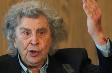 Ο Μ. Θεοδωράκης καλεί τον πρωθυπουργό να εναντιωθεί στην ΕΕ