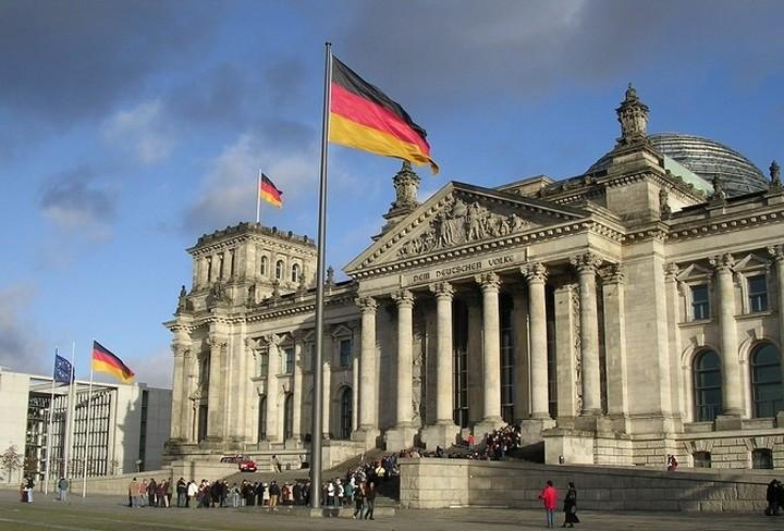 Πληθώρα μηνυμάτων από το Βερολίνο για Eurogroup