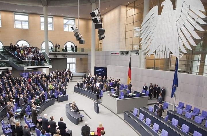 Γερμανική Βουλή: «Ναι» στην παράταση του ελληνικού προγράμματος
