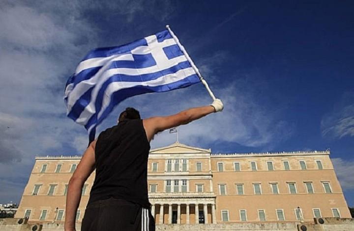 Bloomberg: Η Ελλάδα παραδόθηκε - Νικητές οι 18 κυβερνήσεις που έκαναν μέτωπο εναντίον της