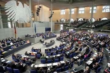 Τι δηλώνουν Γερμανοί πολιτικοί και οικονομολόγοι ενόψει της αυριανής ψηφοφορίας
