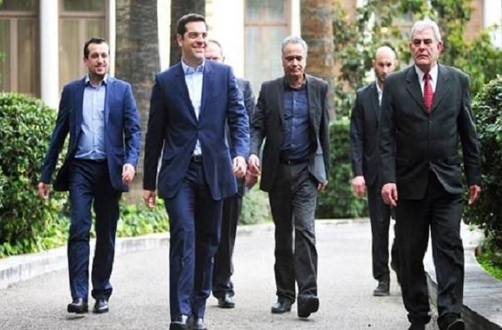 WSJ: Η ελληνική κυβέρνηση θα αναγκαστεί να κάνει οδυνηρές παραχωρήσεις