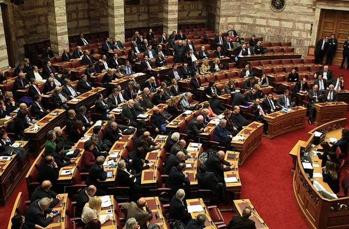 Πέντε νέα νομοσχέδια και μια εξεταστική ετοιμάζει η κυβέρνηση