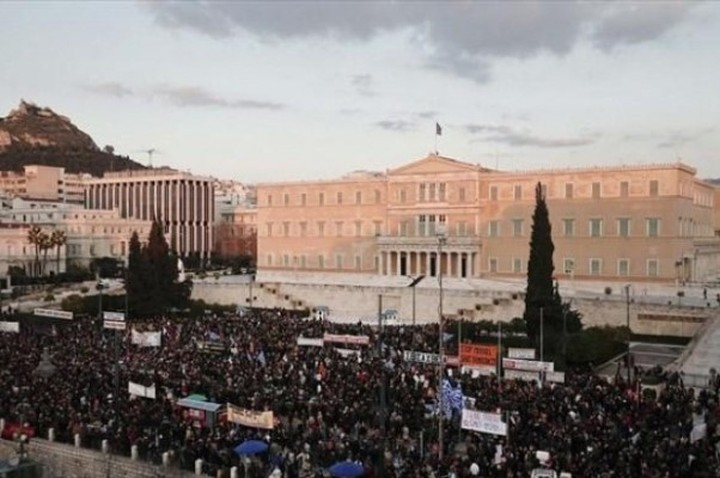 Bloomberg: Οι Έλληνες στηρίζουν την νέα κυβέρνηση