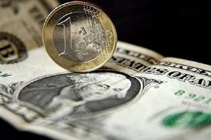 Στα 1,1219 δολάρια το ευρώ