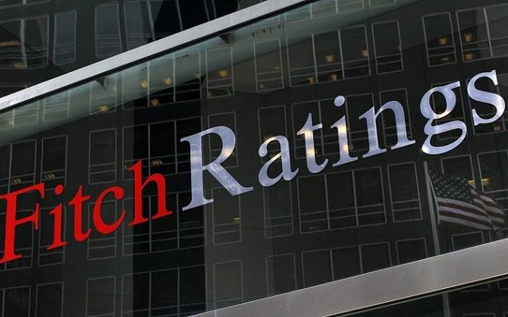 Η Fitch απειλεί με υποβάθμιση την Ελλάδα