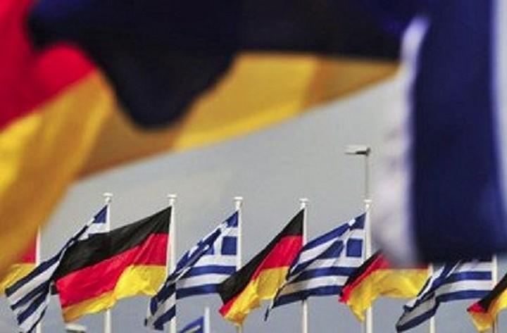 Σκληρή κριτική από FAZ: Η Ελλάδα ντύνει τη Γερμανία με στολές της Βέρμαχτ και των SS