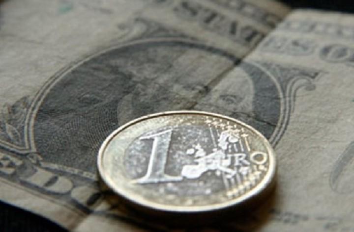 Πτώση του ευρώ στον απόηχο της συνεδρίασης της ΕΚΤ