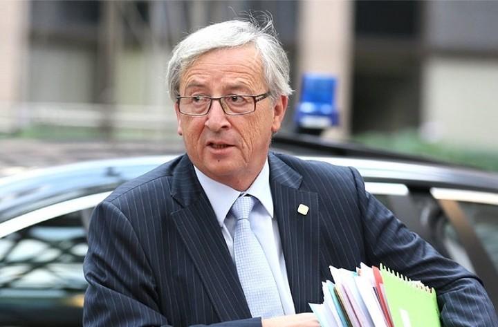 Γιούνκερ: «Δεν υπάρχει κάποιο διαβολικό σχέδιο κατά της Ελλάδας από Ισπανία και Πορτογαλία»