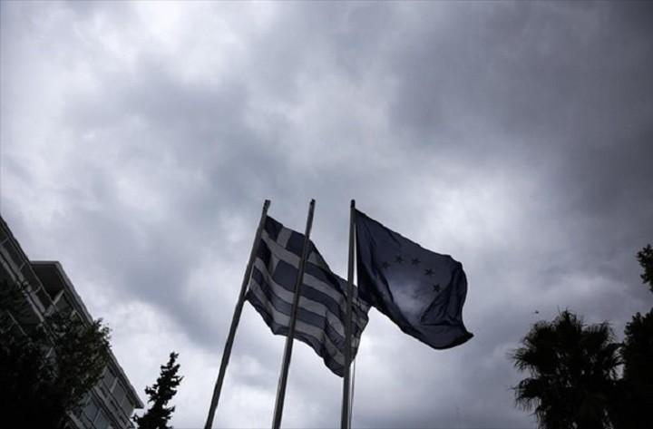 Bloomberg: Η Ελλάδα απειλείται ξανά με ύφεση ή ακόμη και με στάση πληρωμών