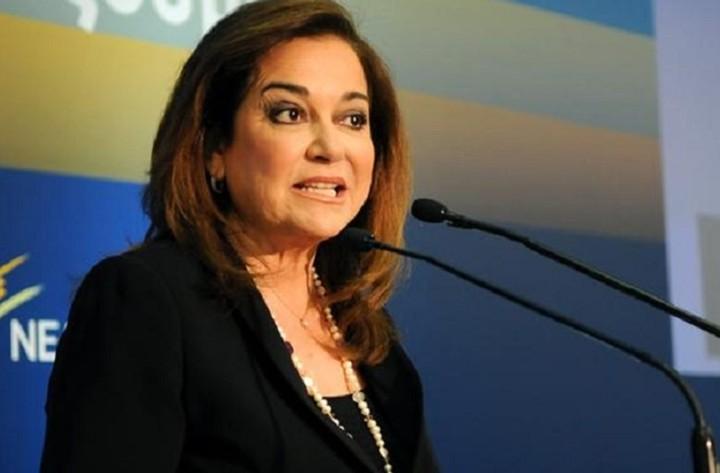 Η Ντόρα Μπακογιάννη θέτει θέμα ηγεσίας στη ΝΔ