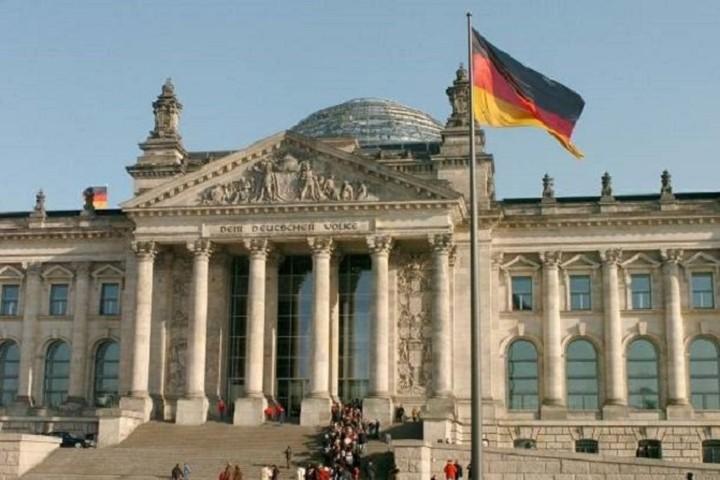 Γερμανία: Εκλογές ή δημοψήφισμα απλά θα καθυστερούσαν τις μεταρρυθμίσεις στην Ελλάδα