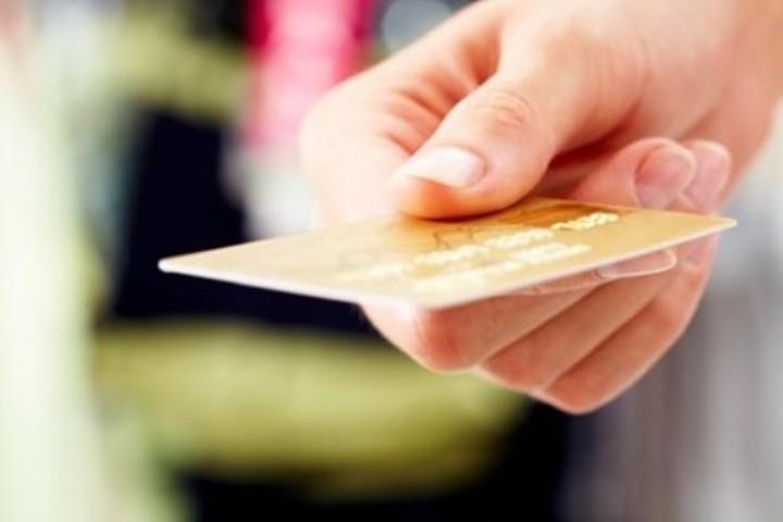 Σε δημόσια διαβούλευση για τις επαναπροσλήψεις στο Δημόσιο και η Κάρτα του Πολίτη