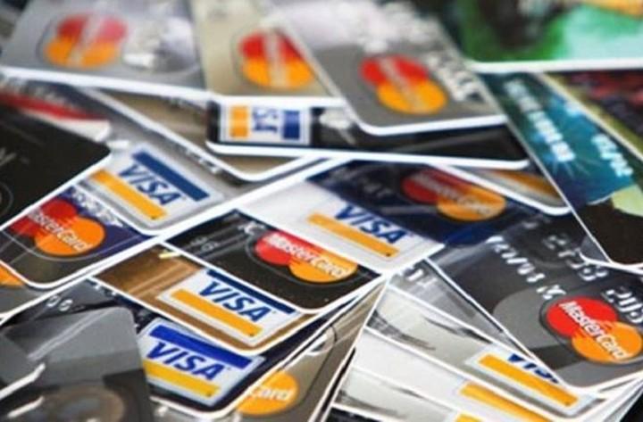 Πλαφόν στις προμήθειες συναλλαγών με κάρτες