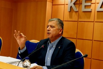 ΚΕΔΕ: Να ενταχθούν οι οφειλές προς τους δήμους στη ρύθμιση για τα χρέη
