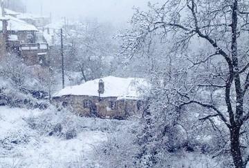 Στα λευκά ντύθηκαν τα γραφικά χωριά της Γορτυνίας