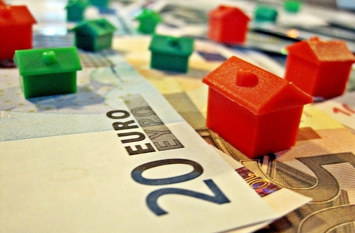 Εξετάζεται η δημιουργία ενδιάμεσου φορέα διαχείρισης «κόκκινων δανείων»