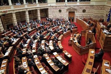 Η ψήφιση του νομοσχεδίου για την ανθρωπιστική κρίση θα ολοκληρωθεί αργά το βράδυ