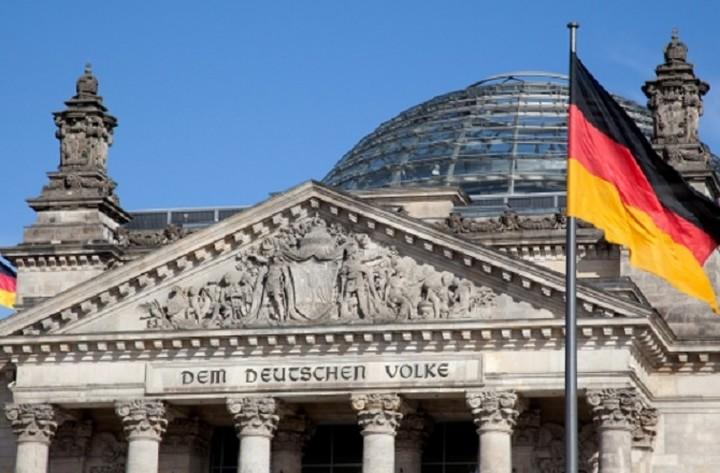 Βερολίνο: Ενεργούμε στο πλαίσιο της απόφασης του Eurogroup