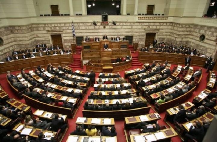 Βουλή: Ξεκίνησε η συζήτηση του κατεπείγοντος ν/σ για την επανεκκίνηση της οικονομίας
