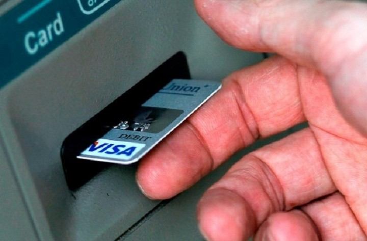 Bloomberg: Οι Έλληνες έκρυψαν 10 δισ. ευρώ το τελευταίο τρίμηνο (Γραφήματα)