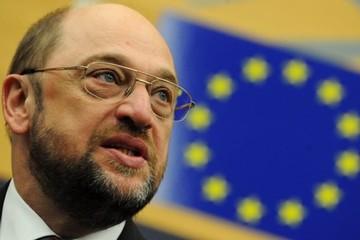 Σουλτς:«Αν η Ελλάδα παρουσιάσει μια πειστική λίστα μεταρρυθμίσεων τότε θα ξεκινήσει η ροή χρημάτων»