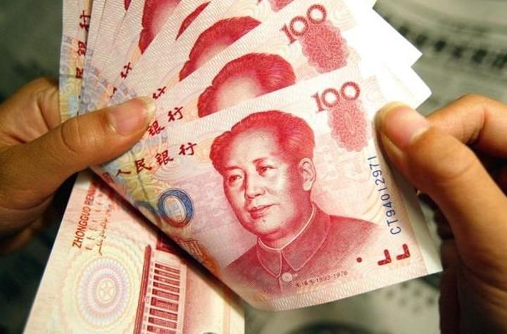 Κατρακυλάει το ευρώ και οι Κινέζοι σπεύδουν να επενδύσουν στην Ευρώπη