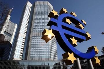FT: Η ΕΚΤ θα καταστήσει παράνομη την αγορά εντόκων γραμματίων του Eλληνικού Δημοσίου από τις τράπεζες